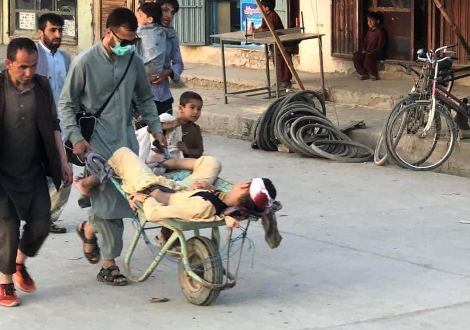 从现场图片可以看到数人受伤。
