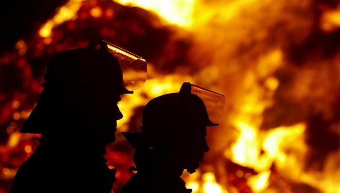 大连金普新区大厦火灾已持续4小时,暂未人员伤亡
