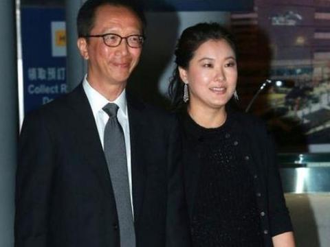 伏明霞与梁锦松被曝已离婚?豪门老公霸气作出回应,堪比郭晶晶