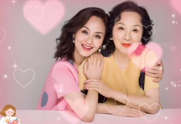 55岁老戏骨为妈妈庆生,母亲年过80仍皮肤紧致,气质绝佳被赞年轻