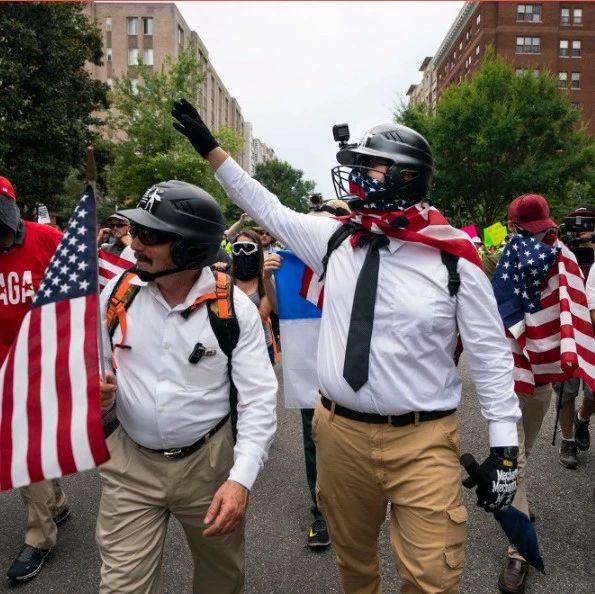 白人至上主义者点赞塔利班,美国官员有点慌