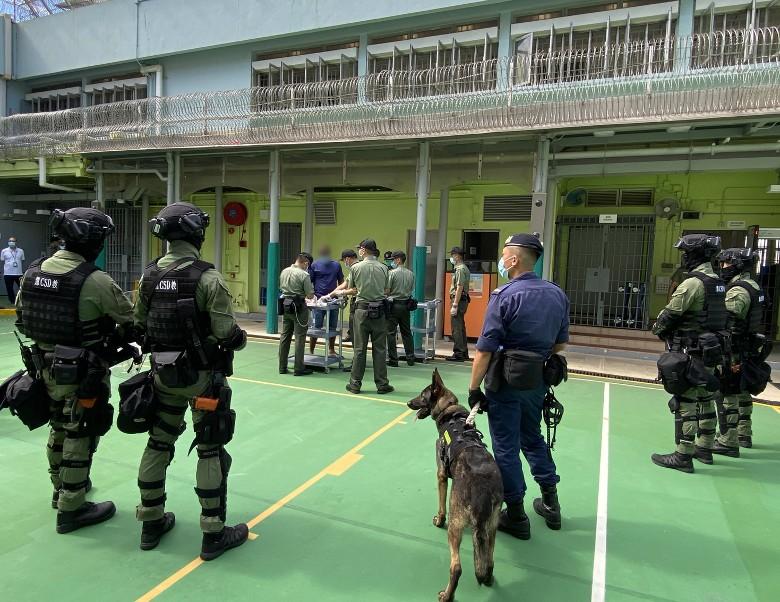 """香港惩教署出动""""黑豹部队""""到罗湖惩教所支持行动"""