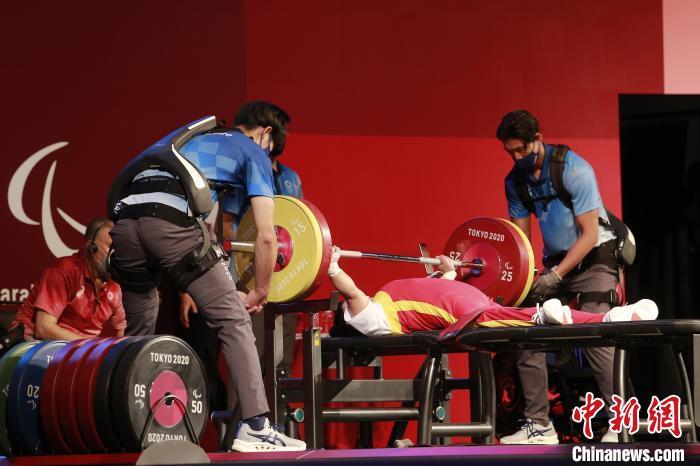 郭玲玲在比赛中。 中国残联供图