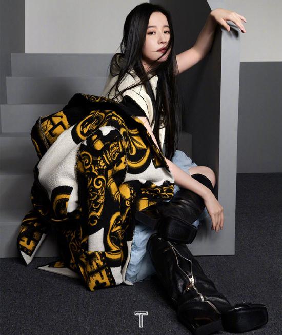 刘亦菲《TMagazine China》中国9月刊的封面 黑色长直发美丽勇敢