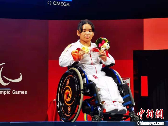郭玲玲获得东京残奥会女子举重41公斤级冠军。中国残联供图