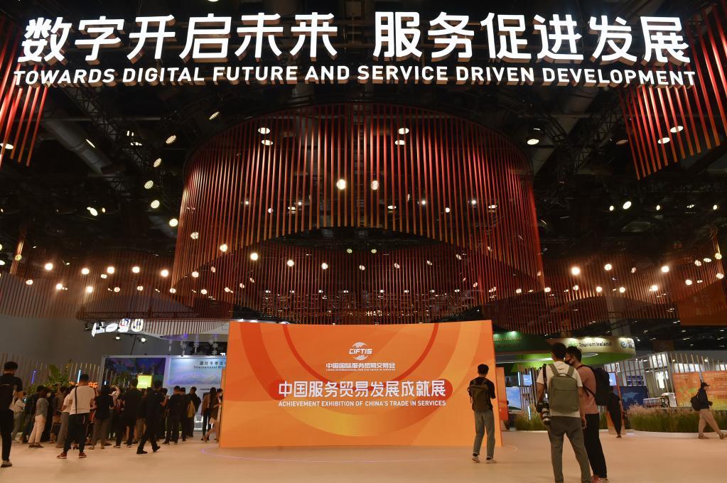 2021年8月31日,媒体记者在2021年中国国际服务贸易交易会国家会议中心展馆内探访。 新华社记者 鲁鹏 摄