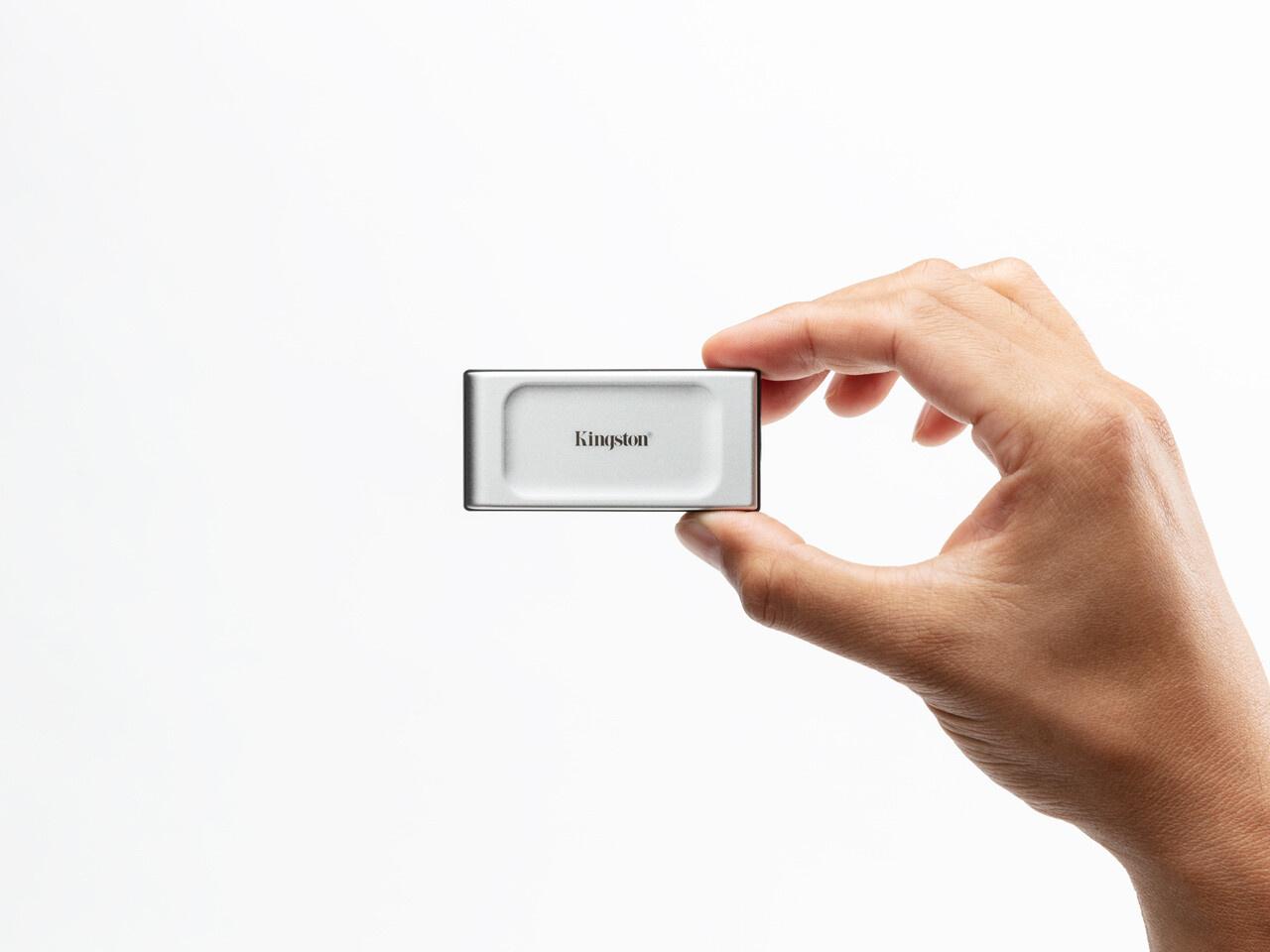 金士顿发布 XS2000 移动固态硬盘:读写速度 2GB/s,仅 U 盘大小