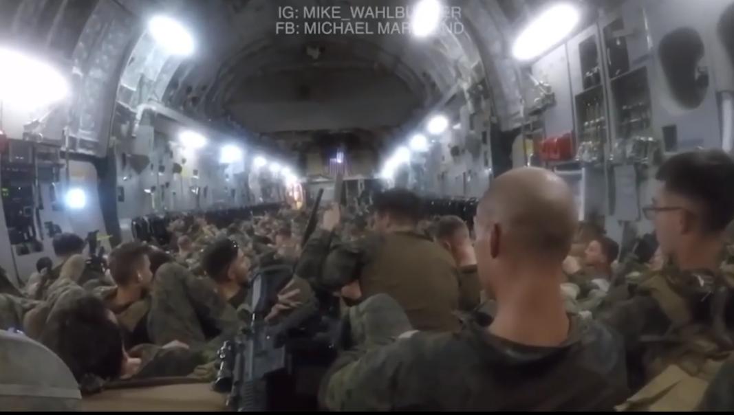 美国海军陆战队员日前公开喀布尔仓促撤离8分钟视频(图源:视频截图)