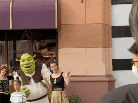 宋妍霏、孟子义、sunnee等现身环球影城,刘诗诗则去了迪士尼乐园