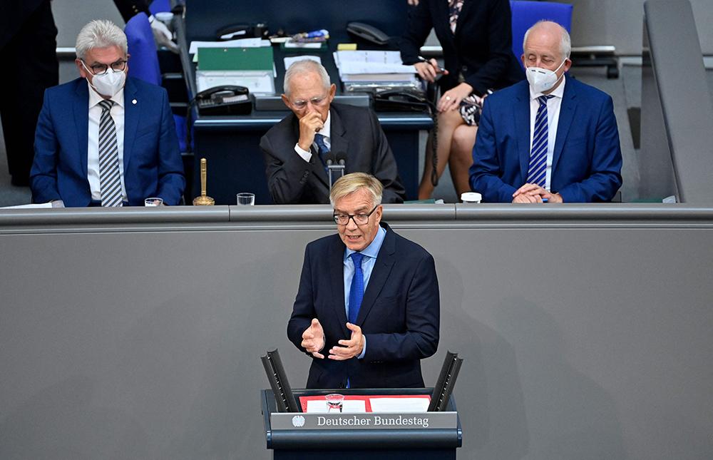 """当地时间2021年9月7日,德国柏林,德国左翼党""""领衔候选人""""巴尔奇发表演讲。人民视觉 图"""