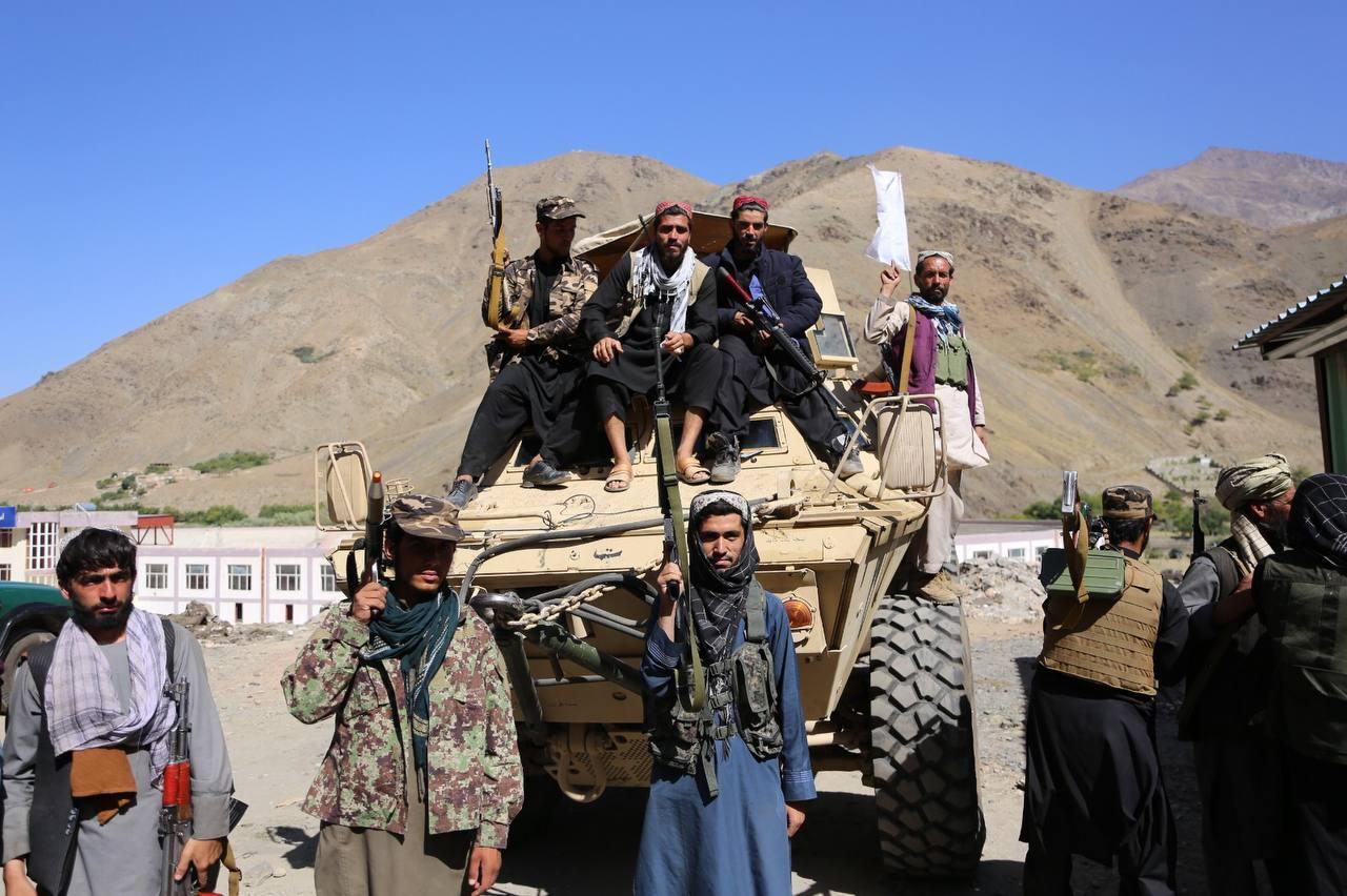 当地时间2021年9月6日,阿富汗潘杰希尔,塔利班成员占领潘杰希尔谷地后开始巡逻。 人民视觉 图