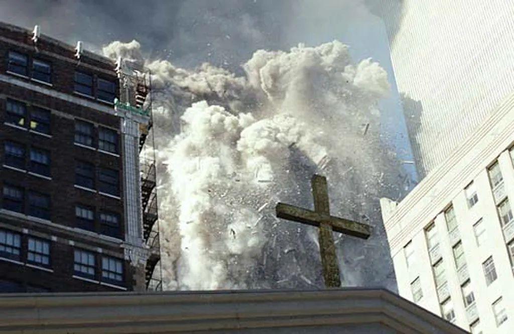 2001年9月11日,纽约世贸中心大厦倒塌场景。图自美国特勤局
