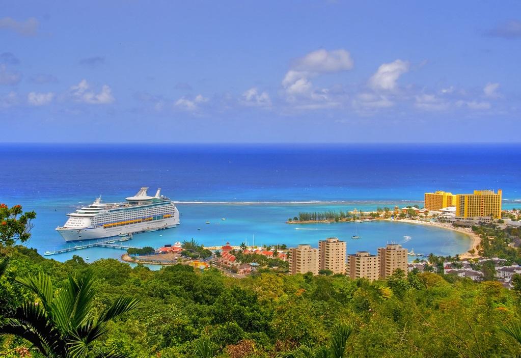 """为什么牙买加与圣文森特和格林纳丁斯,两国首都都叫""""金斯敦""""?"""