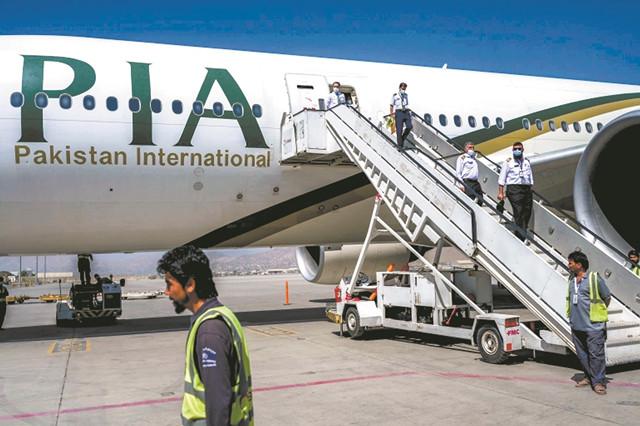 """""""变天""""1个月后阿富汗迎首架国际商业航班,喀布尔机场逐步恢复"""