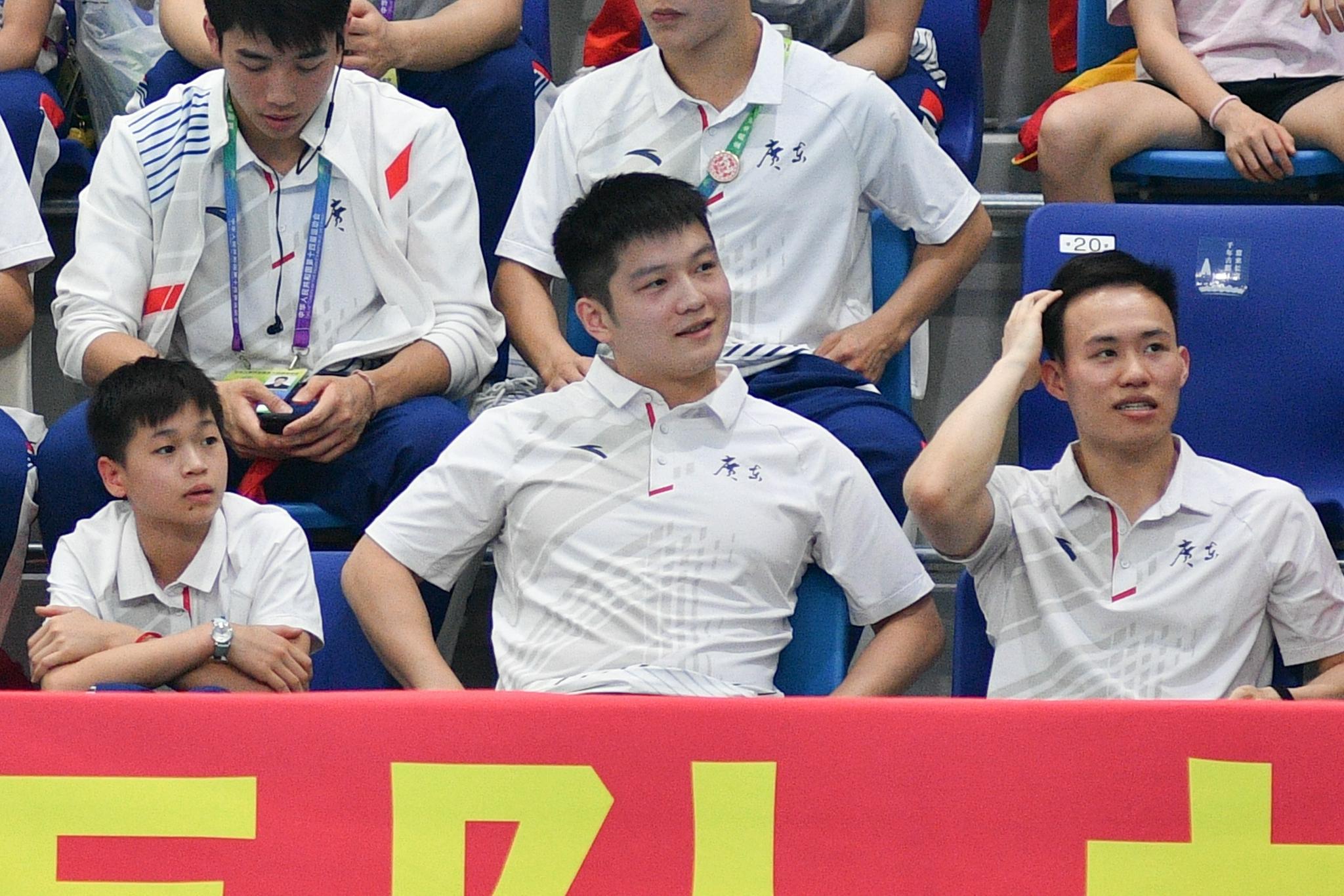 Quan Hongchan, Fan Zhendong and Xie Sicheng cheered for the Guangdong team.