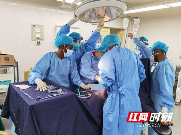 365天的坚守:中国(湖南)援塞拉利昂医疗队队员日记