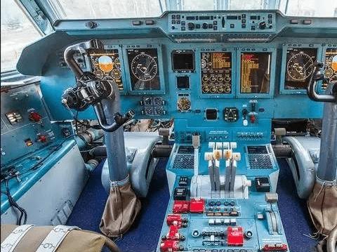 配玻璃化座舱与马桶 俄伊尔-476运输机舱内设施曝光