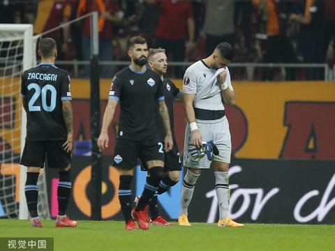欧洲杯爆笑一幕重现!意甲劲旅门将上演扣篮式乌龙,球队0-1输球