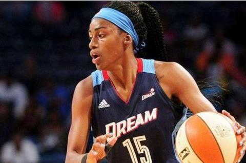 WNBA:梦想vs火花,两队半斤八两,看好阵容完整的主队获胜