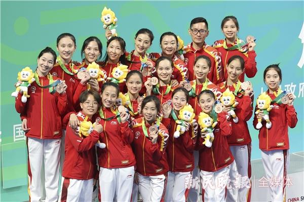 从不可能到不放弃,上海花样游泳队登上全运会领奖台不容易
