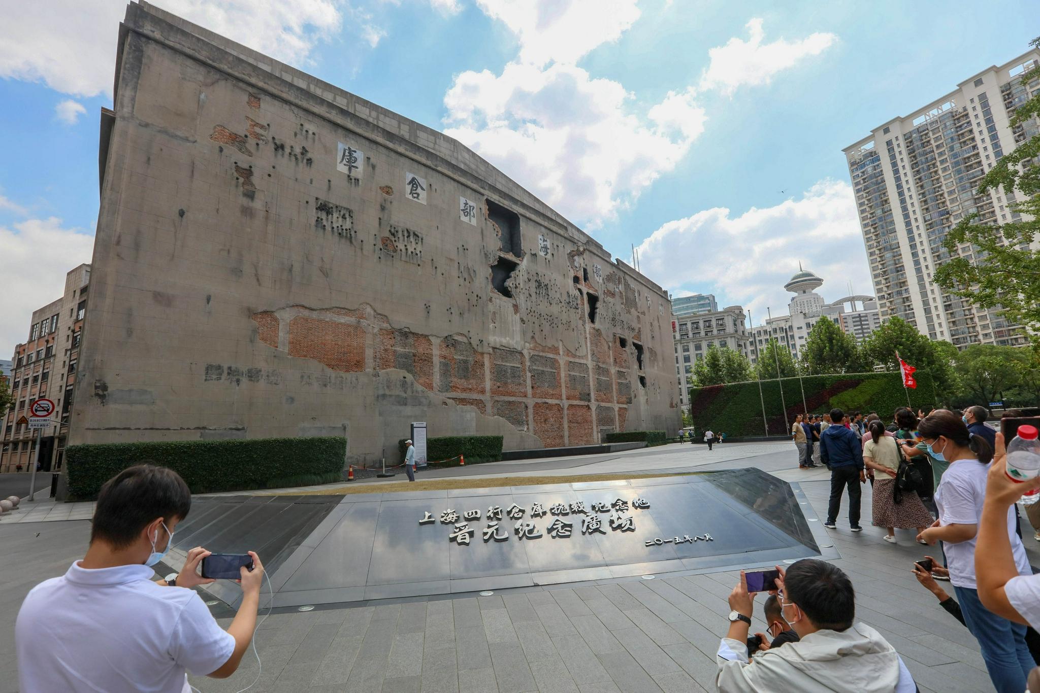 """1封家书、8个炮弹孔、""""八百壮士""""、65万参观者……探访上海四行仓库抗战纪念馆"""