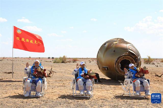神舟十二号顺利回到地球,邓超马伊琍等发文欢迎航天英雄回家