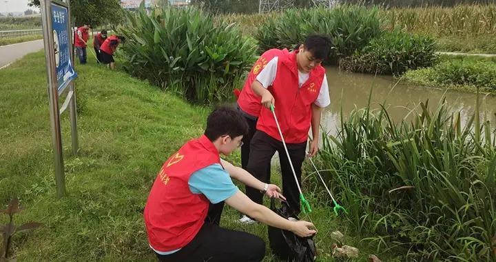 宝丰县开展青年志愿者净滩环保活动