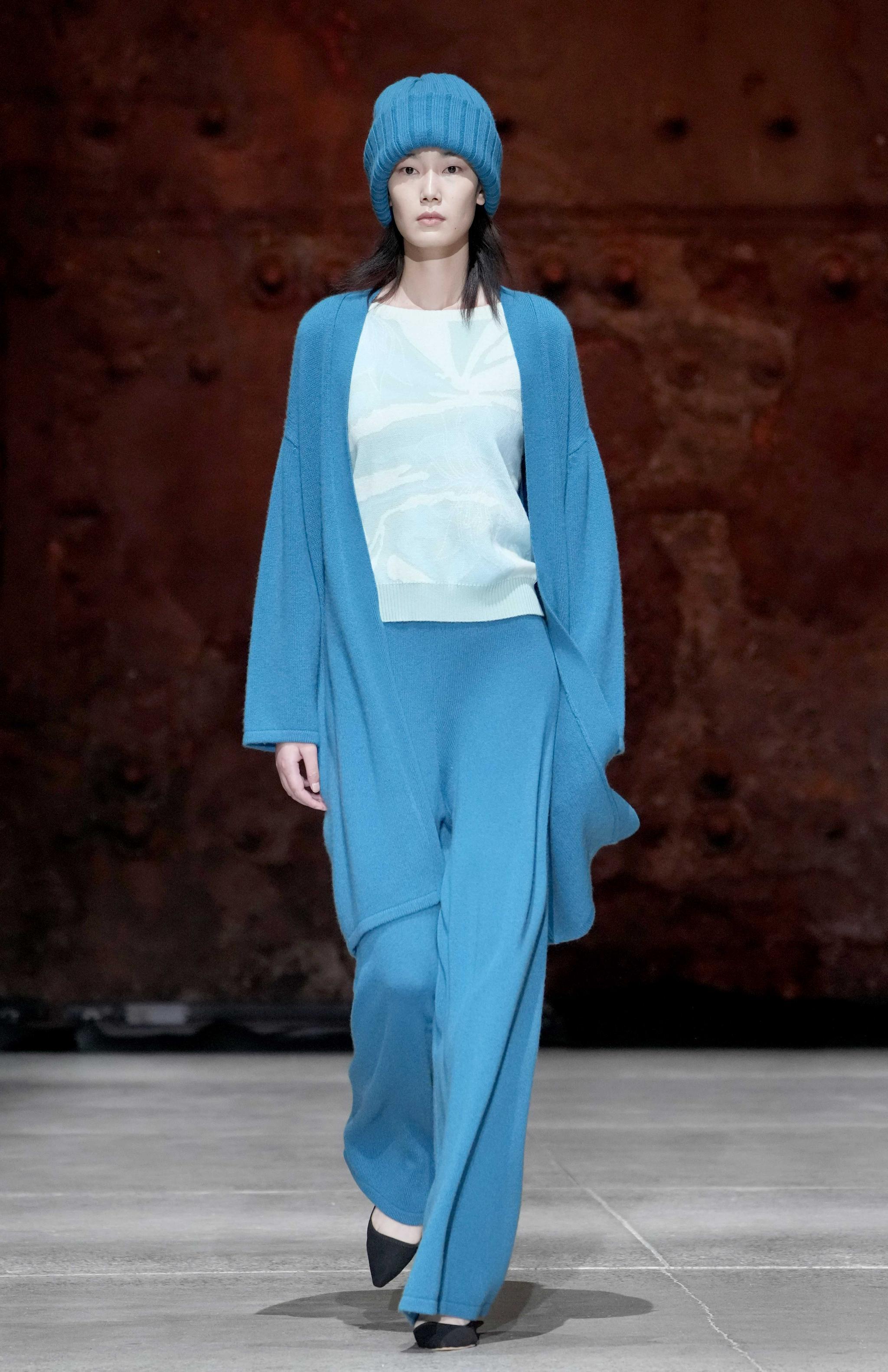 北京时装周上演雪莲羊绒时尚秀