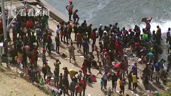 美墨边境移民营地一周激增上万人 得州关闭6处口岸