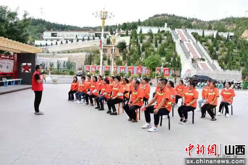 山西石楼县组织环卫工人学党史 弘扬劳模精神