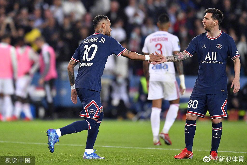 法甲第6轮,巴黎圣日耳曼主场2-1逆转里昂……