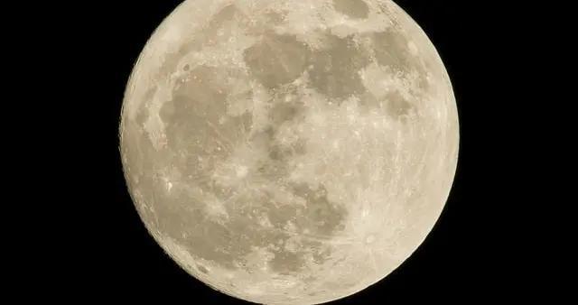 中秋摄影:这三点技巧教你如何拍出漂亮的满月
