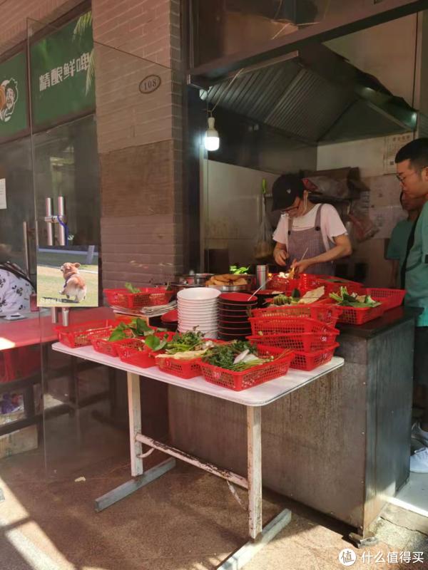 芜湖丨当地人也要排队吃的生活麻辣烫,加辣加甜酱是什么滋味?