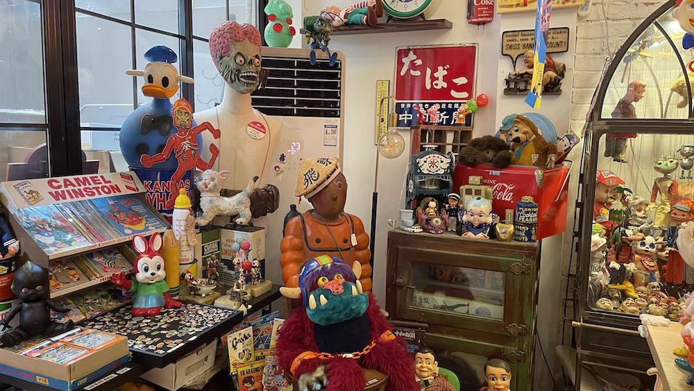 请进,这是一家治愈996的古董玩具店