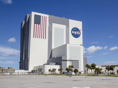 美媒:NASA欲借民间资本重振载人登月和登陆火星