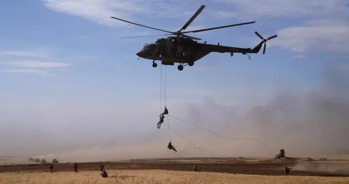"""直击""""和平使命2021""""实兵实弹演习:空中和地面火力实施多波次密集打击"""