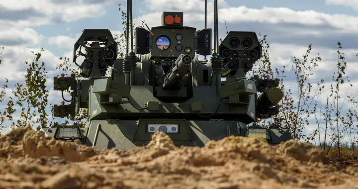 俄军战略大演习,战斗机器人集群冲锋,头顶满是导弹,团灭装甲车