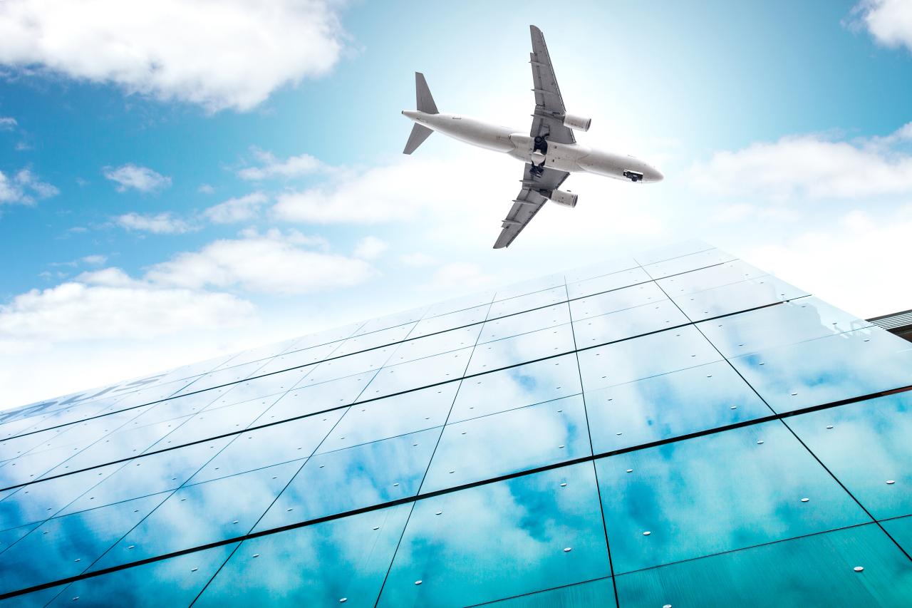 民航局发布新版防疫指南 从严调整国际航班机组隔离政策