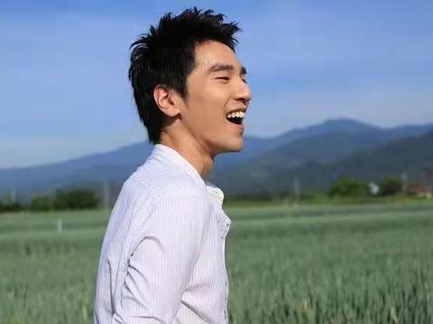 赵又廷38岁生日快乐,和巩俐合作兰心大剧院有吻戏,演情侣好配