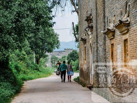 中国客家人最多的城市,一村祠堂文化浓建筑精美,依山傍水景色美