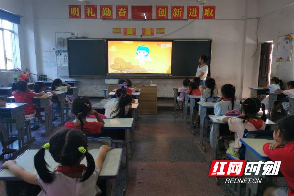 """洪江市教育系统开展""""防性侵""""主题活动 撑起女生安全防护伞"""