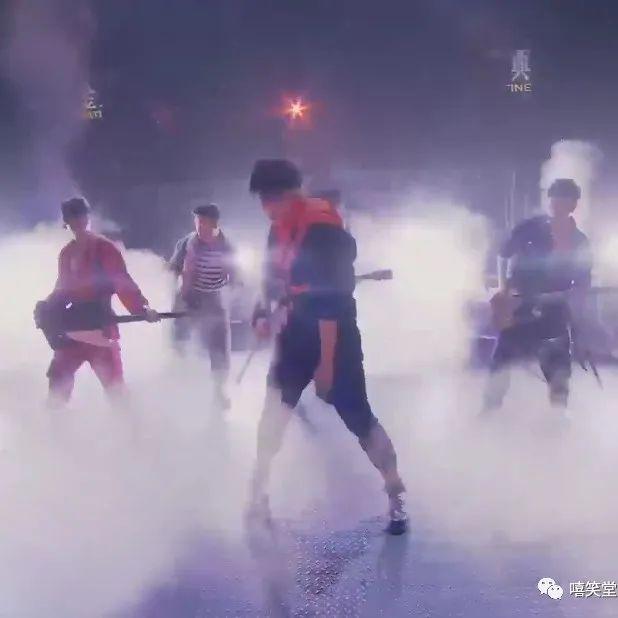 黄贯中、欧阳靖、张淇、Ricky、刘迦表演《不超级的马里奥》