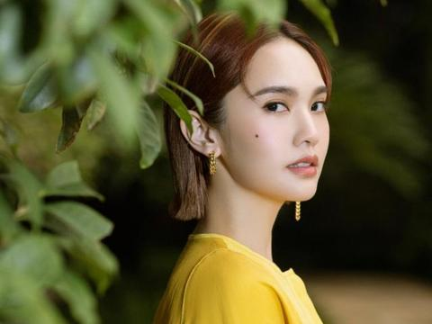 婚后的杨丞琳还是这么显嫩,穿明黄色裙还露一截腰,既显高又亮眼