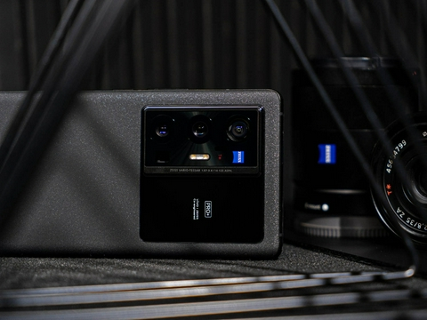 提起vivo X70 Pro+只会想到拍照?别忘了它也是一部超大杯旗舰!