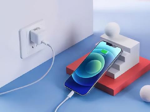 iPhone13系列的最佳拍档,努比亚小方糖30W氮化镓充电器了解一下