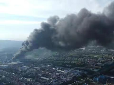 东莞一公司突发大火,蘑菇云遮天盖地!