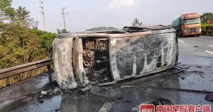 广西一男子偶遇车祸现场,徒手救出6人后,事故车辆起火爆炸