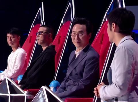 《好声音》导师混战,李克勤连输2阵,李荣浩战队有夺冠趋势