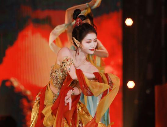 新一期《舞蹈生》中,THE9许佳琪与选手合作的一曲敦煌舞令人惊艳,舞出文化自信