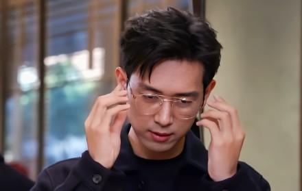 内娱男演员颜值标准杨洋、李现活动生图完全不需要修图真的好帅!